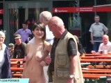 Sweet Amateur Babe Jeamie Shows Her Naked Body On Public Streets