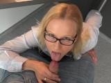 BlondeHexe – Beim Wichsen Erwischt! Sekretärin Fickt Für Mehr Gehalt!